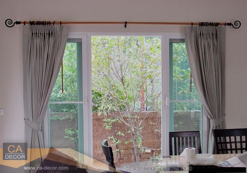pleated curtain-wooden-rail